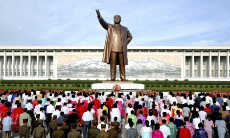 Gigantesca estatua Kim Il Sung en Pyongyang. | Kcna