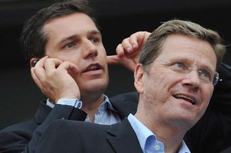 Westerwelle con su pareja , Michael Mronz, en los juegos gays de Colonia (Alemania).