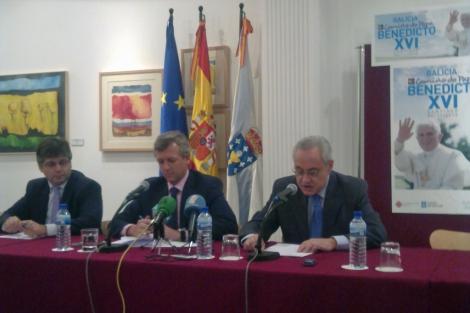Víctor Cortizo, Alfonso Rueda y José Ramón Ónega en rueda de prensa | J.M.V.
