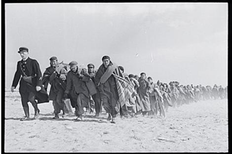 Robert Capa; Republicanos conducidos a un campo de internamiento en Francia. | ICP/Magnum