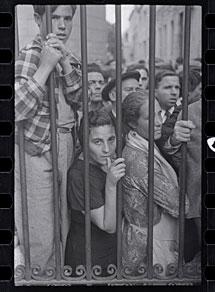 Ante la morgue, de Gerda Taro. | ICP