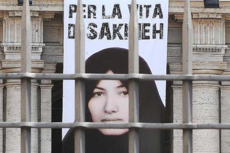 Un cartel pide justicia para Sakineh Ashtiani.   Efe