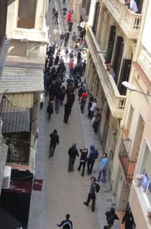Los jóvenes se van tras el ataque | ELMUNDO.es