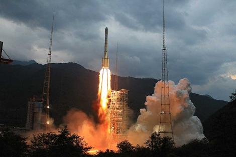 El cohete 'Larga Marcha 3C' que transporta la sonda durante el despegue. | Reuters.