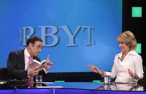 Pedro J. Ramírez y Esperanza Aguirre, en el programa 'La Vuelta al Mundo en Orbyt'. | A. H.