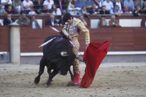 Talavante, en un ayudado. | Sergio González