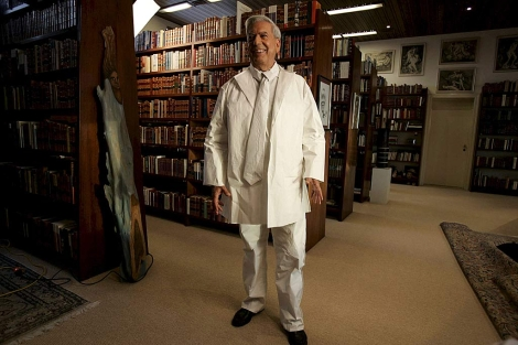 Vargas Llosa, en su casa de Lima, en 2009. | Efe