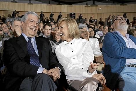 Mario Vargas Llosa, Rosa Díez y Fernando Savater, en el acto de fundación de UPyD. | Javi Martínez