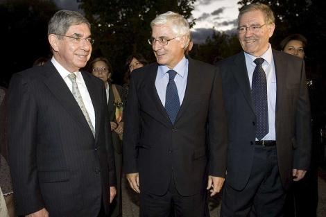 José María Barreda (c) junto a Óscar Arias (i) y Juan Garrido. | Efe