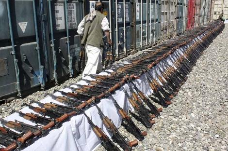 Armas requisadas a una emrpesa de seguridad privada en Kabul. | Efe
