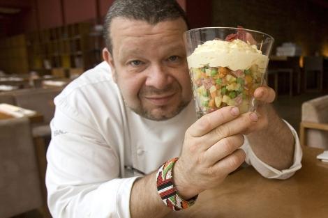 Alberto Chicote muestra con orgullo su ensaladilla rusa