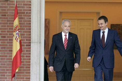 Adán Martín, junto a Zapatero en el Palacio de la Moncloa en 2006. | EL MUNDO