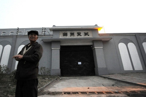 Exterior de la cárcel donde está el Nobel de la Paz 2010.   Afp