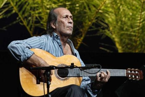Paco de Lucía, durante su actuación en concierto en Sevilla.   Conchitina