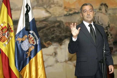 El presidente canario, Paulino Rivero, durante su comparecencia. | Efe