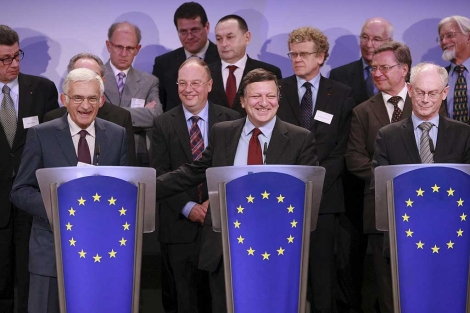 Buzek, Barroso y Van Rompuy, en la rueda de prensa.  Efe