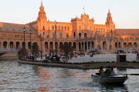 La Plaza de España recupera las barcas.   Carlos Márquez
