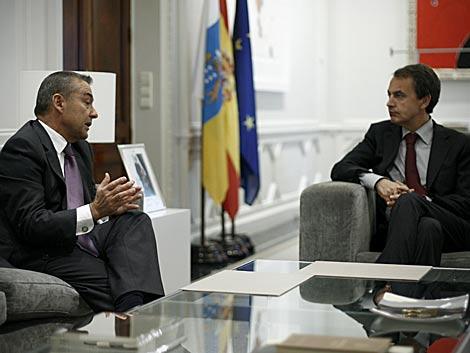 El presidente canario, Paulino Rivero, y el presidente del Gobierno, en Moncloa. | Alberto Di Lolli