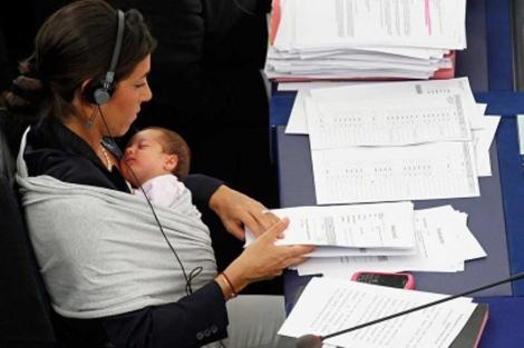 Licia Ronzulli, durante la votación en el pleno de septiembre. | Reuters