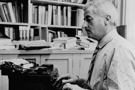 William Faulkner, en Oxford, en 1954.   AP