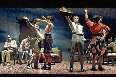 'Dictadura-Transició-Democràcia', una de las últimas obras teatrales de Lluisa Cunillé. | El Mundo
