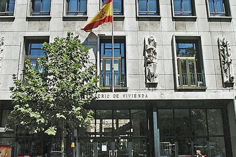 Fachada del, hasta ahora, edificio del Ministerio de Vivienda en Castellana, 112. | Carlos Barajas