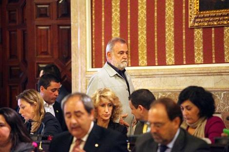 Antonio Rodrigo Torrijos en el salón de plenos durante la sesión del viernes.   Jesús Morón