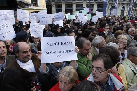 Decenas de personas, esta tarde en Valladolid. | AFP