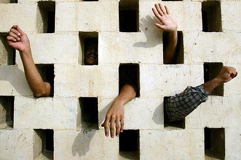 Presos iraquíes en una de las cárceles de Bagdad.   Ap