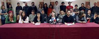 Representantes de EA, Aralar e izquierda abertzale, en la rueda de prensa.   Efe