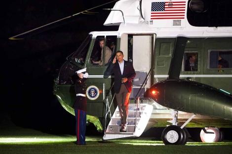 Obama,, durante su regreso a la Casa Blanca el sábado por la noche. | Efe