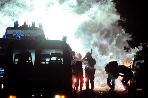 Nuevos altercados anoche entre manifestantes y la Policái en Terzigno. | AP