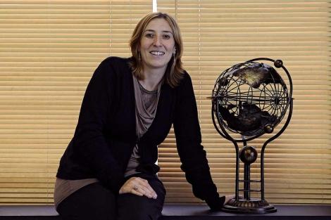 Susana Conde posa en su oficina de Vitoria. | Nuria González