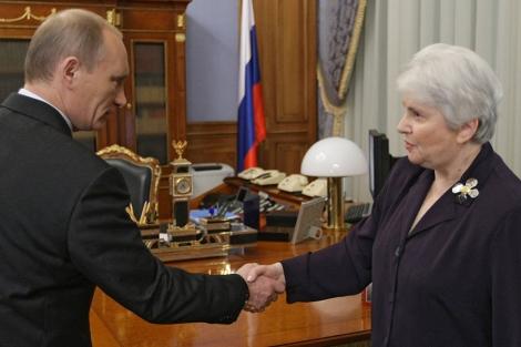 Putin y la viuda de Solzhenitsin, este martes. | AP