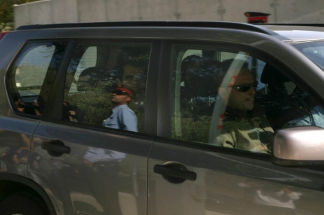 El detenido llega custodiado a la comisaría de Reus. | Efe