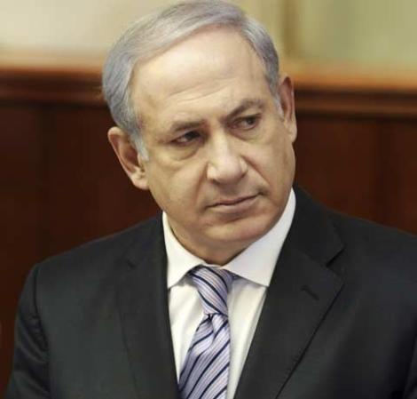 El primer ministro israelí, durante una reunión con sus ministros antes de marchar a EEUU.   Efe