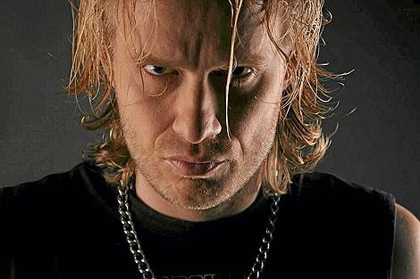 El vocalista finlandés, Miko Heikkila, líder de Mama Kin y Fool's Kin.