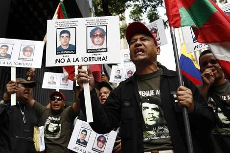 Seguidores venezolanos de Cubillas critican 'las torturas' en las comisarías españolas. | Reuters