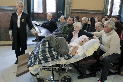 Antonio Meño y sus padres en el Tribunal Supremo. | Efe