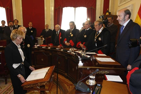 De la Vega en su toma de posesión, presidida por Rubalcaba. | Begoña Rivas
