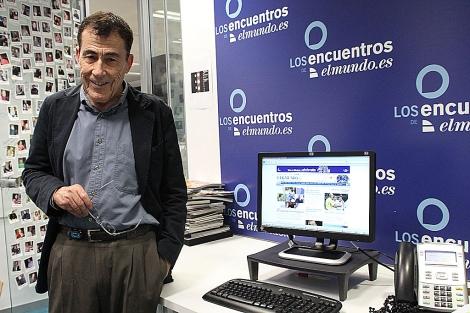 Sánchez Dragó, antes de responder a las preguntas de los lectores.
