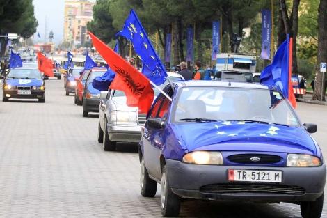 Albaneses celebran en Tirana la exensión de visados.| Ap