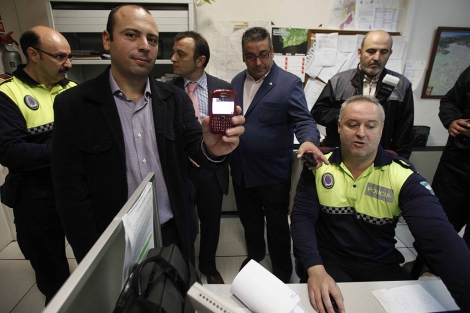 El delegado de Seguridad y Tráfico presenta la inicitiva. | Madero Cubero
