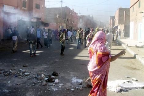 Una calle de la ciudad, en el momento de los disturbios. | Efe