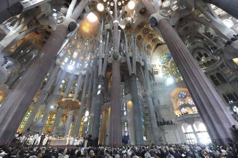 El interior de la Sagrada Familia, tras la consagración. | Efe