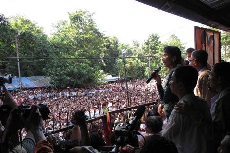 Primer mitin político de la Nobel de la Paz tras su arresto domiciliario en Birmania. | AP