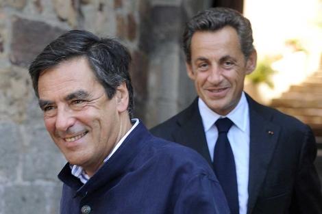 El presidente Sarkozy y su primer ministro (delante), en una imagen de agosto. | AFP