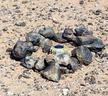 Una de las cinco millones de minas antipersona que preceden el muro. | R.Q
