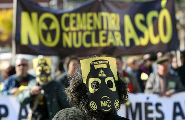 Una manifestación en contra de la instalación del cementerio de residuos nucleares en Ascó. | Jaume Sellart