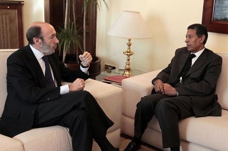Rubalcaba y su homólogo marroquí, Taib Charkaui, durante el encuentro. | Begoña Rivas